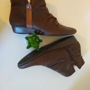 Bare Traps Lamey  Brown Ankle Boots size 8